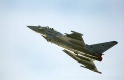 De vliegende vertoning en aerobatic toont van RAF Typhoon-team in Bahrai Stock Foto