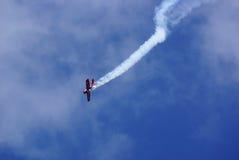 De vliegende vertoning en aerobatic toont van Zelazny-Groep in Malopolski Piknik Lotniczy (Luchtfestival), Krakau Royalty-vrije Stock Afbeeldingen