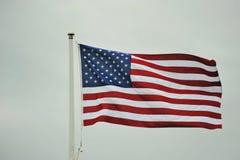 De vliegende vlag van de V.S. royalty-vrije stock afbeeldingen