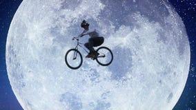 De vlieger van de fietsmaan, mannelijke fiets over de langzame motie van de nachthemel stock video