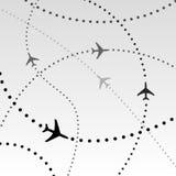De Vliegroutes van de Luchtvaartlijnen van vliegtuigen in Hemel Royalty-vrije Stock Afbeeldingen