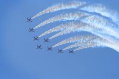 De vliegtuigen in lucht tonen Royalty-vrije Stock Afbeeldingen