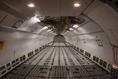De Vliegtuigen van de Commericallading op het Tarmac van een Internationale Luchthaven royalty-vrije stock fotografie