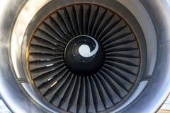 De Vliegtuigen van de Commericallading op het Tarmac van een Internationale Luchthaven royalty-vrije stock foto