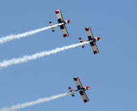 De vliegtuigen van de propeller in vorming Stock Foto's