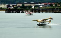 De vliegtuigen van de vlotter dichtbij Ketchikan, Alaska stock afbeeldingen