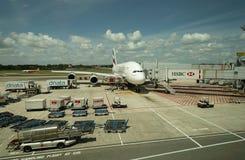 De vliegtuigen van emiraten op het tarmac royalty-vrije stock fotografie