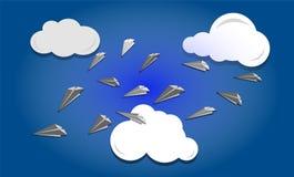 De vliegtuigen van het document in de hemel Royalty-vrije Stock Afbeeldingen