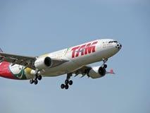 De Vliegtuigen van Linhas Aereas van Tam Stock Fotografie
