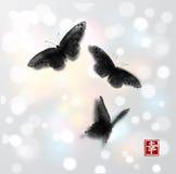 De vlinders overhandigen getrokken met inkt op witte gloeiende achtergrond Traditionele oosterse inkt die sumi-e, u-zonde, gaan-h Stock Afbeeldingen