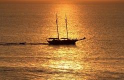 de vloeibare Gouden boot van de Vakantie Royalty-vrije Stock Fotografie
