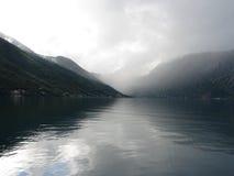 De vlotte oppervlakte van het water van een overzeese golf Stock Foto