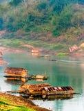 De vlotter op de rivier Stock Afbeelding