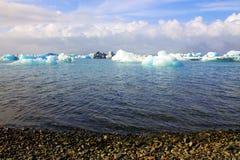 De vlotter van het Jokulsarlonijs op IJsland Stock Afbeelding