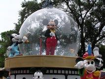De Vlotter van de Parade van Mickey Mouse in de Wereld van Disney royalty-vrije stock afbeeldingen
