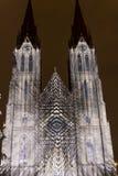 De Vlucht die lichte projectie op de kerk van Heilige Ludmila in Praag videomapping door Laszlo Zsolt Bordos bij het Signaal lich Royalty-vrije Stock Afbeeldingen
