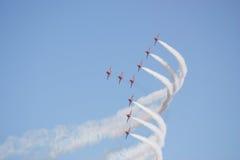 De vlucht Rode pijlen van de vorming Stock Afbeeldingen
