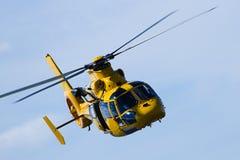 De vlucht van de helikopter stock afbeelding
