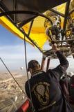 De vlucht van de hete luchtballon in Cappadocia, Turkije Stock Fotografie