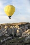De vlucht van de hete luchtballon in Cappadocia, Turkije Royalty-vrije Stock Afbeeldingen