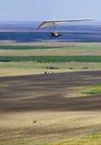 De vlucht van het hangen-zweefvliegtuig Stock Foto's