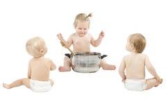 De voedende vrienden van de baby over wit Royalty-vrije Stock Foto