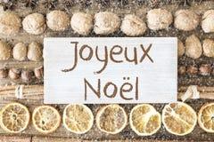 De voedselvlakte legt, Joyeux Noel Means Merry Christmas, Sneeuwvlokken Stock Fotografie