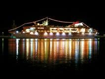 De voering van de cruise bij nacht Stock Afbeeldingen