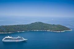 De Voering van de cruise die van Locrum dichtbij Dubrovnik wordt vastgelegd royalty-vrije stock foto