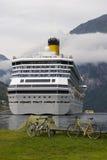 De voering van de cruise in Geirangerf Royalty-vrije Stock Afbeeldingen