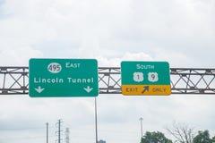 De voertuigen gaan Lincoln Tunnel in de Stad van New York in stock afbeelding