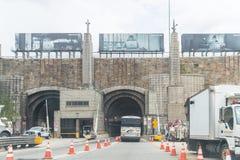De voertuigen gaan Lincoln Tunnel in de Stad van New York in royalty-vrije stock afbeelding