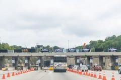 De voertuigen gaan Lincoln Tunnel in de Stad van New York in stock foto