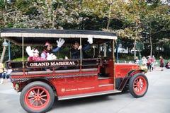 De voertuigen van de hoofdstraat van Hongkong Disney Stock Afbeeldingen
