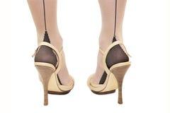 De voet van de vrouw in high-heeled schoenen Royalty-vrije Stock Foto's