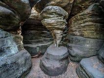 De Voet van de kip in de Dolende Rotsen van het Nationale Park van de Lijstberg, Polen stock foto