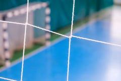 De voetbal defocused poortgebied, Futsal-balgebied in de gymnastiek binnen, het gebied van de Voetbalsport Royalty-vrije Stock Foto's