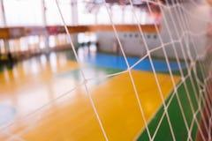 De voetbal defocused poortgebied, Futsal-balgebied in de gymnastiek binnen, het gebied van de Voetbalsport Royalty-vrije Stock Fotografie