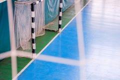 De voetbal defocused poortgebied, Futsal-balgebied in de gymnastiek binnen, het gebied van de Voetbalsport Royalty-vrije Stock Afbeelding