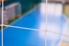 De voetbal defocused poortgebied, Futsal-balgebied in de gymnastiek binnen, het gebied van de Voetbalsport Stock Afbeeldingen