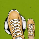 De voetbal van de voetballerholding op het groene gazon van een voetbalgebied De sportenaffiche Vector Royalty-vrije Stock Foto's