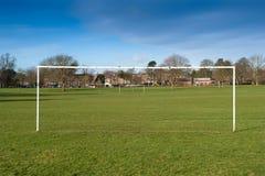 De voetbal van het park in Engeland Stock Afbeeldingen