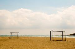 De Voetbal van het strand stock afbeeldingen