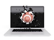 De voetbal vernietigt laptop Royalty-vrije Stock Afbeeldingen