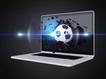 De voetbal vernietigt laptop Stock Foto's