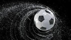 De voetbalbal die roes van water uitzenden laat vallen, met rgb masker, 4k 3d animatie stock illustratie