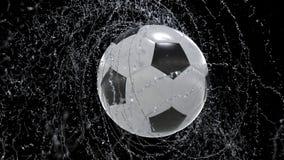 De voetbalbal die roes van water uitzenden laat vallen, met rgb masker, 4k 3d animatie vector illustratie