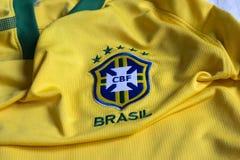 De voetbalfederatie geel Jersey van Brazilië Stock Afbeeldingen
