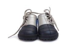 De voetbalschoenen van jonge geitjes Stock Foto's
