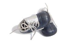 De voetbalschoenen van jonge geitjes Royalty-vrije Stock Afbeeldingen